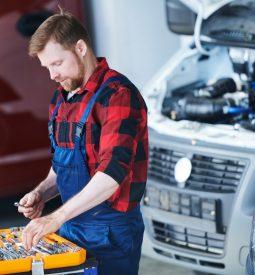 professional-car-repair-engineer.jpg